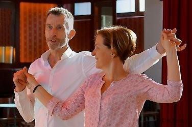 Tanzlehrer mit Dame bei einer Einzeltanzstunde | mein-tanzlehrer.de