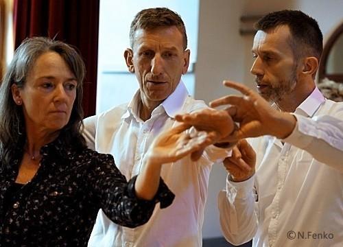 Tanzlehrer bei Detail-Korrektur in einer Einzeltanzstunde | mein-tanzlehrer.de in Berlin