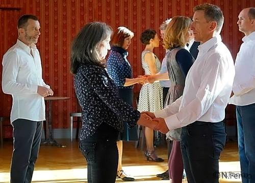 Tanzlehrer mit Tanzpaaren | Party-Tanzanimationen | mein-tanzlehrer.de in Berlin